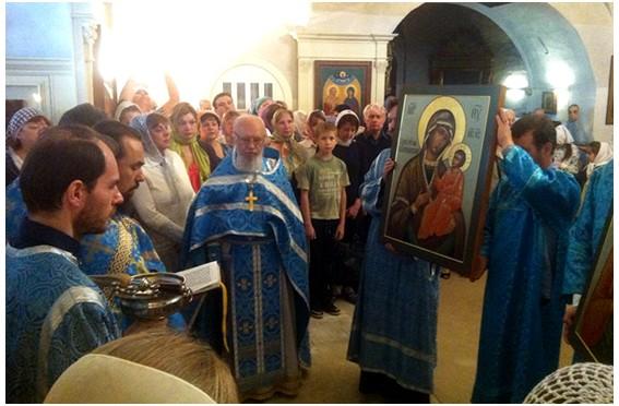 Освящение новых алтарных икон в храме Покрова Пресвятой Богородицы в Филях