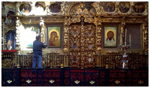 Подготовка к богослужению: Верхний храм Спаса Нерукотворного храма Покрова в Филях